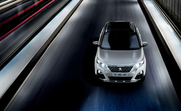 PEUGEOT 3008 SUV HYBRID4: Driving, on the road