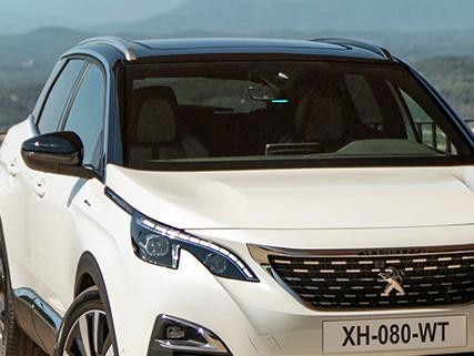 PEUGEOT 3008 SUV HYBRID - LED in Electric mode