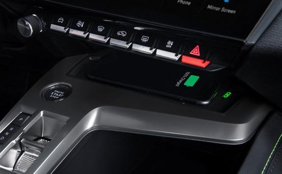 New PEUGEOT 308 – wireless phone charging