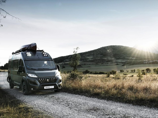 PEUGEOT BOXER 4x4 CONCEPT: Getting to your sleeping quarters in the middle of the night will be as easy as in broad daylight with 8 LED modules, which are from the PEUGEOT 508.