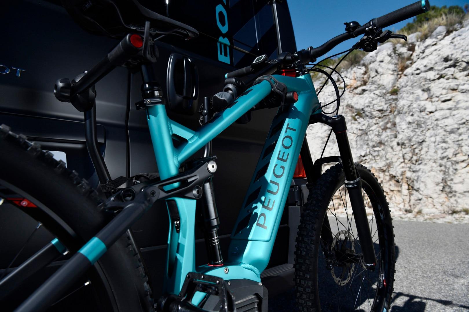 PEUGEOT BOXER 4x4 CONCEPT: PEUGEOT eM02 FS Powertube MTB, electrically assisted mountain bike, the latest generation of PEUGEOT eBikes.