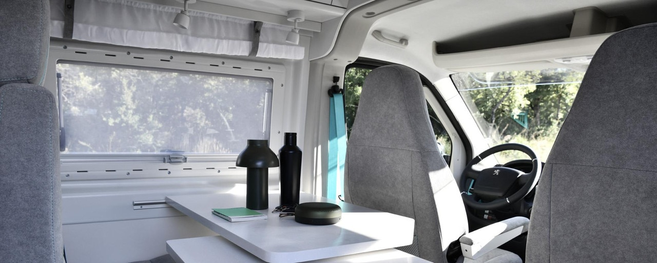PEUGEOT BOXER 4x4 CONCEPT: The sink, worktop and table are provided by KERROCK and it was start-up SASMINIMUM that designed the flooring 100% recycled and 100% recyclable.