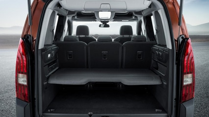 NEW PEUGEOT RIFTER – rear load space and shelf
