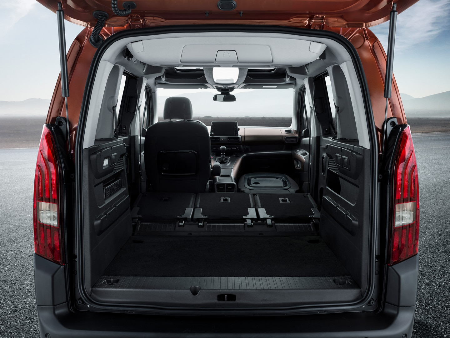 NEW PEUGEOT RIFTER – 3 individual collapsible rear seats with Magic Flat
