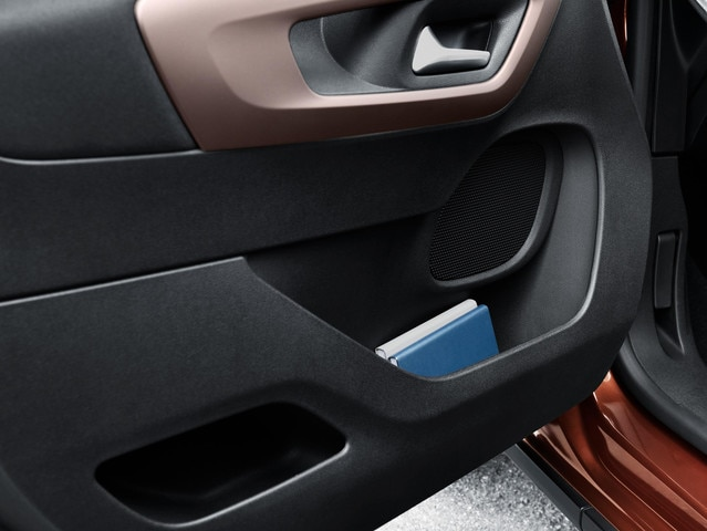 New PEUGEOT RIFTER – Driver-side door storage space