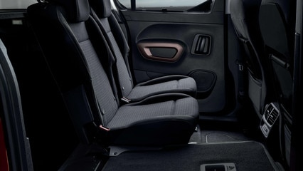 NEW PEUGEOT RIFTER – individual rear seat folded away