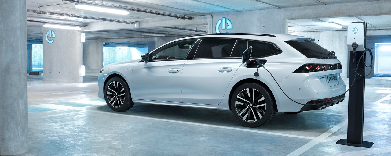 PEUGEOT PLUG-IN HYBRID: boot volume identical to the thermal version of 530L for PEUGEOT 508 SW.