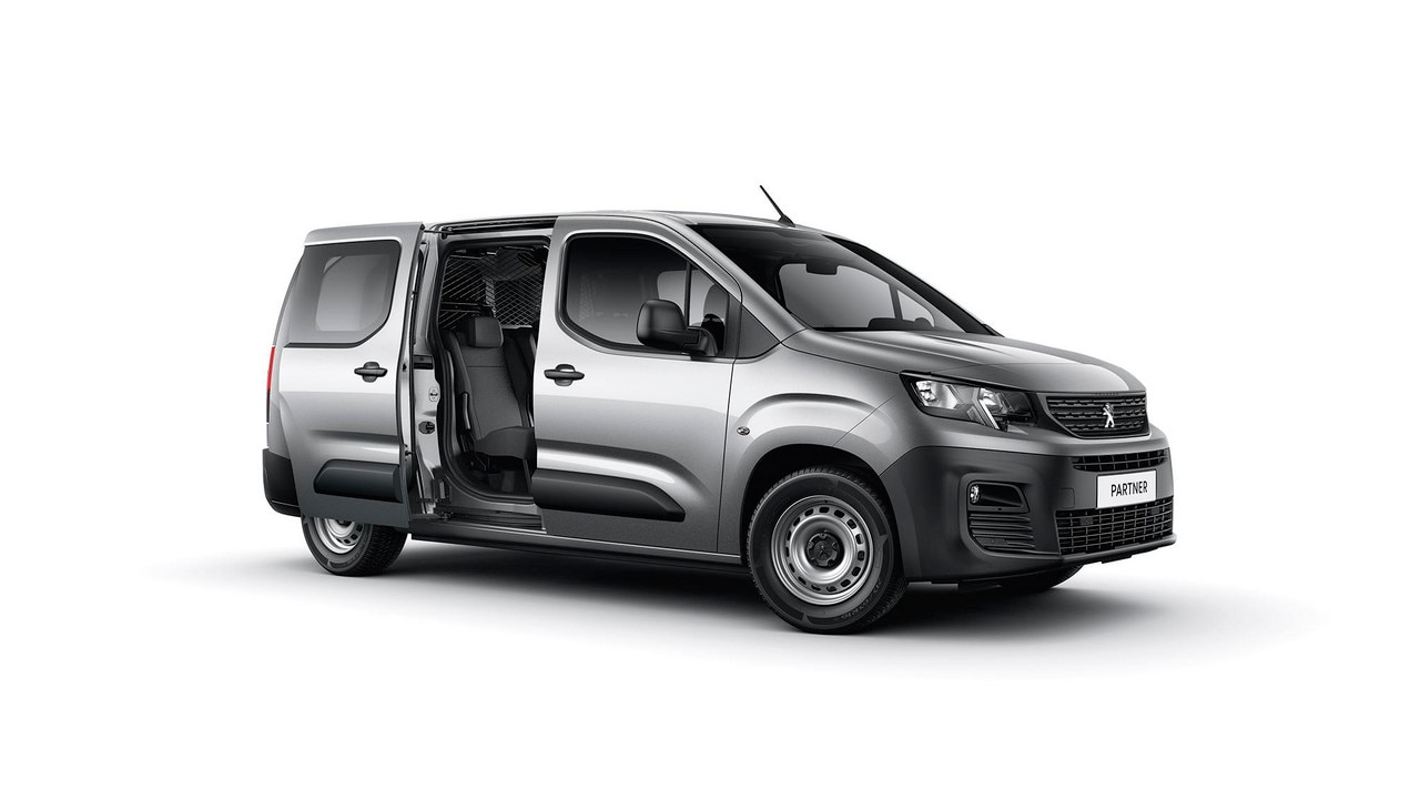 New PEUGEOT Partner Extended Cab: to transport up to five people.