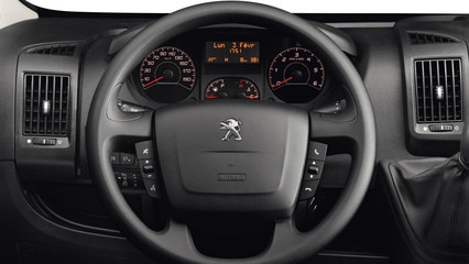 /image/81/0/peugeot-boxer-photo-interior-2-1920.93810.jpg