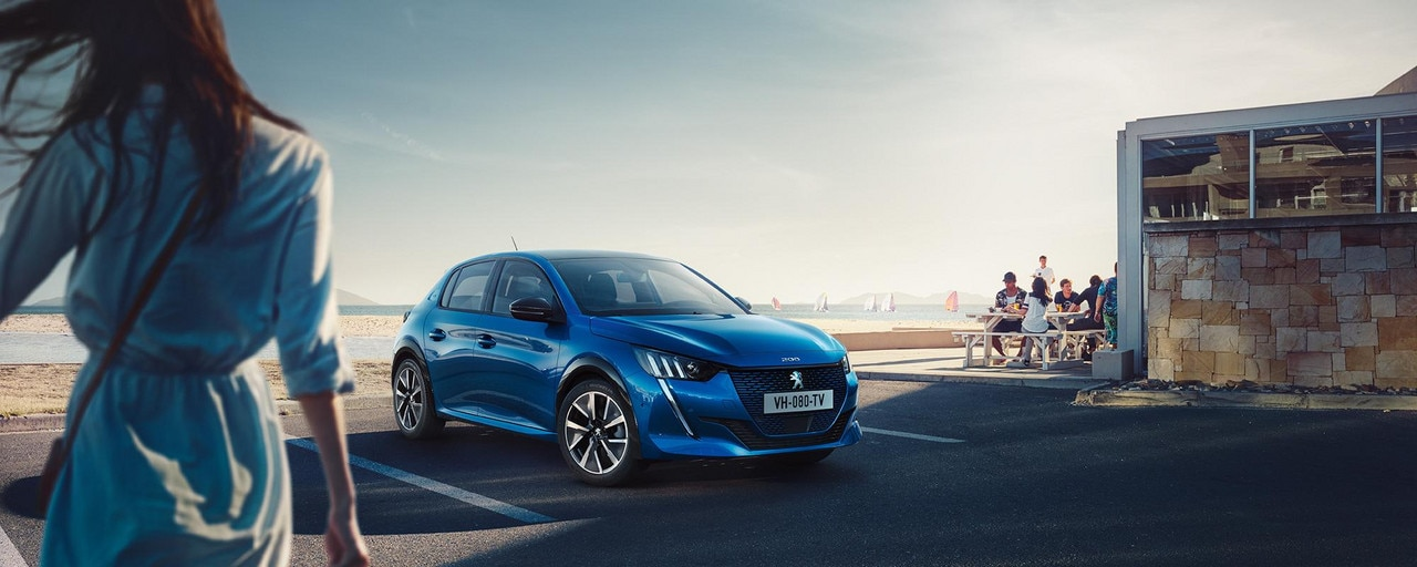 NEW PEUGEOT e-208  – Low shape with new front end